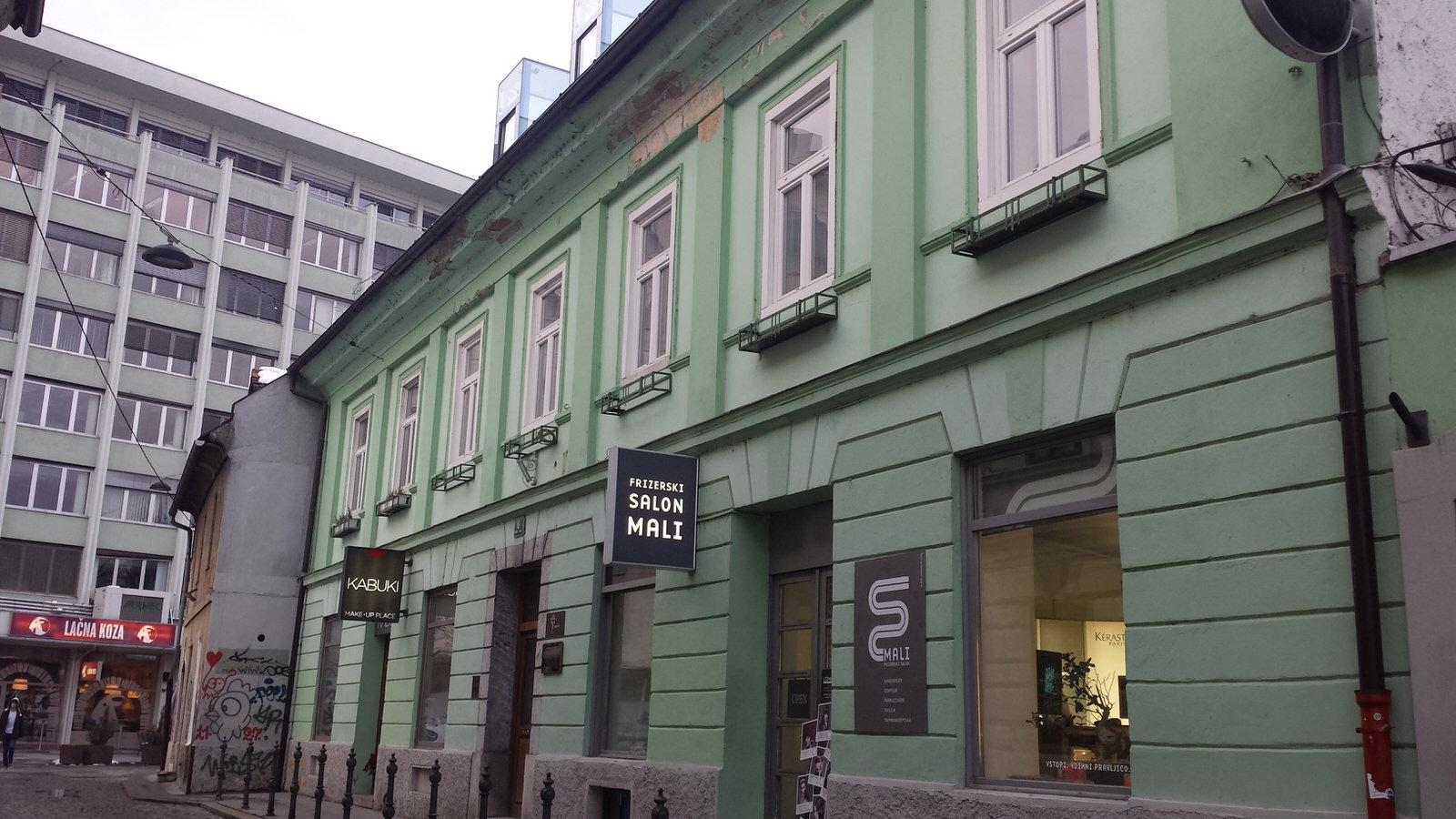 -Mansardno stanovanje, Prečna ulica, Ljubljana